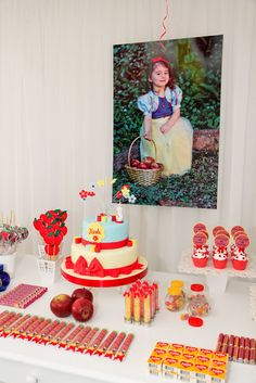 Party and event ideas and inspirations Disney Princess Party, Princess Birthday, Girl Birthday, Snow White Cake, Snow White Birthday, Childrens Party, 1st Birthday Parties, Birthday Ideas, Party Time