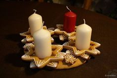Advent wreath made from gingerbread. Nice table decoration and smells good! Creates perfect xmas mood :) Check page for instructions and template!