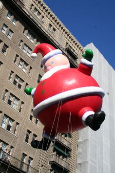 Macy's Parade New York Christmas, Christmas Past, All Things Christmas, Winter Fun, Winter Time, Macys Thanksgiving Parade, Parade Floats, Around The World In 80 Days, City Scapes