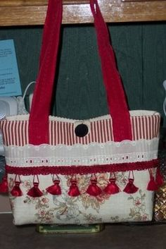A simple little placemat purse. How adorable...