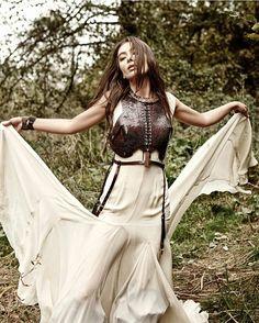 Neslihan Atagül Turkish Women Beautiful, Cute Girl Wallpaper, Turkish Actors, Actors & Actresses, Cute Girls, Style Me, Two Piece Skirt Set, Bohemian, Celebrities