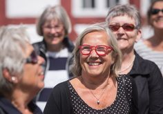 Medlemmer af Ældresagen på rundtur ved Aalborgs havnefront. Her er deltagerne på Aalborghus Slot. Foto: Jan Høst-Aaris