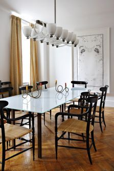 Selldorf Architects :: Greenwich Village Apartment, prewar building. the design accommodates the owners love to entertain large and small groups.  via:selldorf.com