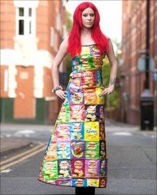 A fashion student from Leicester College won the Sustainable Design Award 2011 with her crisp packet dress. It took student Rebekah Kirkland, two months, using hundreds of empty crisp packets to make her fantastic creation. Student Fashion, Project Runway, Green Fashion, Sustainable Design, Leicester, Design Awards, Dressmaking, Tie Dye Skirt, Crisp