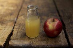 Apfelessig hat zahlreiche Vorteile für Hashimoto Betroffene, so kann es beim Abnehmen helfen, die Verdauung anregen, unsere Haut verschönern und das Immunsystem stärken.