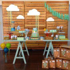 «Tema da festa de hoje: Balões para o pequeno Vinicius. Amamos o resultado obrigada aos parceiros @anafulana @locacaodemobilia @bibelotloc…»