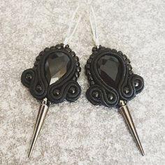 """Czarne kolczyki """"Błyszczące ostrza"""" #soutache #handmadejewelry #black #noir #gothicstyle #gothic #dark #mystère #mystere #misfitartistsco"""