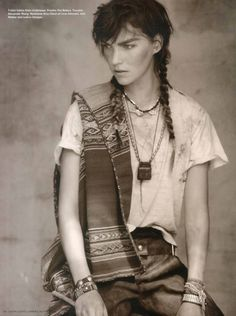 The wild west could be an endless source of inspiration for fashion photography. The amazingly beautiful ethnic motifs and cultural diversity of the Native Wild West, Fashion Shoot, Editorial Fashion, Fashion Ideas, Id Mag, Kate Jones, Arizona Muse, Native Style, Le Far West