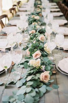 From a sophisticated brunch to a magical wedding event, these eucalyptus leaves will set a natural and organic scenery for your definition of a perfect event. pc: Megan Robinson.