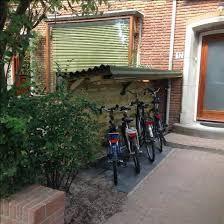 Afbeeldingsresultaat voor fiets in de voortuin