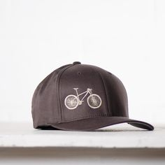 If you're a mountain bike advocate, you probably want a hat that stays on your head while on nature expeditions. The flexfit hat is sure to fit comfortably, protect from the sun and look awesome. Mt Bike, Bike Run, Bicycle, Specialized Bikes, Cool Bike Accessories, Fitted Caps, Bike Design, Cycling Equipment, Sport Bikes
