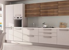 Mix of wood and colour Modern Kitchen Design, Modern Interior Design, Kitchen Designs, Apartment Interior Design, Room Interior, Barn Kitchen, Kitchen Cabinets, Wood, House