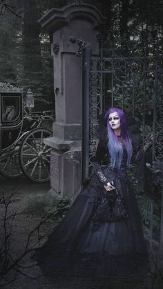 Gothic Models, Gothic Dress, Victorian Gothic, Gothic Beauty, Witches, Clothes, Beautiful, Dresses, Women