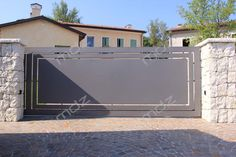 Wondrous Fencing ideas for horses,Front yard fence gate and Wooden fence ideas. Front Yard Fence, Front Gates, Entrance Gates, Fenced In Yard, Farm Fence, Home Gate Design, Front Gate Design, Fence Design, Fence Doors