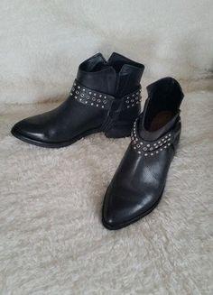 À vendre sur #vintedfrance ! http://www.vinted.fr/chaussures-femmes/bottes-and-bottines/26957558-boots-cuir-noir-cloutees-style-rock-mango