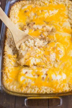 My family loves this easy One Pan Cheesy Chicken and Rice casserole. Just a few short minutes to throw together and let the oven do the rest. One Pan Cheesy Chicken and Rice - One Pan Cheesy Chicken and Rice Casserole Campbells Chicken And Rice, Chicken Rice Bake, Creamy Chicken And Rice, Chicken Rice Recipes, Chicken Cheese Rice Casserole, Cheesy Chicken Rice Casserole, Recipes With Rotisserie Chicken, Chicken Milk, Chicken Penne