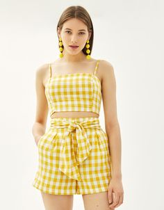 Linen shorts with belt - null - Bershka United States Linen shorts with belt - null - Bershka United States SEE DETAILS. Chic Summer Outfits, Trendy Outfits, Girl Outfits, Girls Fashion Clothes, Teen Fashion, Fashion Outfits, Teenage Outfits For School, Yellow Clothes, Mode Chanel
