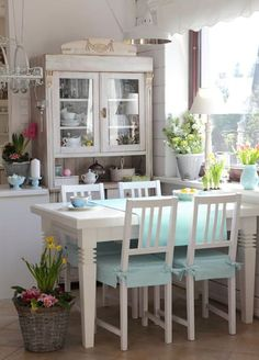 Country Kitchen Design Ideas: Some kitchens are made to be admired at a distance; country kitchens are made to be used. See the entire range of country kitchen style in this photo gallery Shabby Chic Dining Room, Shabby Chic Homes, Shabby Chic Style, Rustic Wood Furniture, Shabby Chic Furniture, Cottage Chic, Cottage Style, Distressed Wood Wall, Muebles Shabby Chic