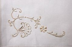 Overcast / satin stitching - beautiful! Love the subtle color. From La Prilletta - http://www.laprilletta.it