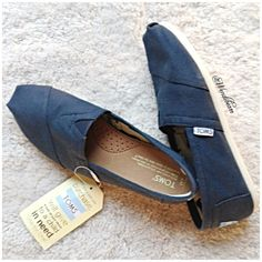 TOMS Navy Canvas Women Classic New with Tags. No stains, no holes, no rips. Feel free to ask questions. NO TRADES. TOMS Shoes