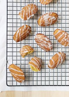 These elegant Pumpkin Madeleines combine comforting fall flavours, sweetened by an irresistible maple glaze. They're the perfect treat to share with loved ones!
