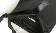 Duża,pakowna torba, uszyta z czarnej, impregnowanej tkaniny.  Krótsze ucho torby dostosowane do noszenia na łokciu lub ramieniu. Dodatkowo, długi pasek, daje możliwość przewieszenia torby na ukos.  Torba zapinana na ekspres. Wewnątrz wykończona podszewką z jedną dużą kieszenią.