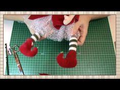 Tutorial Hada de la Navidad: Botas y complementos - YouTube Unicorn Ornaments, Xmas Ornaments, Christmas Projects, Christmas Crafts, Doll Toys, Baby Dolls, Clay Crafts, Diy And Crafts, Doll Shoe Patterns