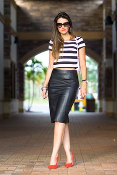 mini skirt dress ideas for your best perfect looking page 33 Mini Skirt Dress, Mini Skirts, Skirt Outfits, Casual Outfits, Minimalist Fashion Women, Black Leather Skirts, Summer Fashion Trends, Fashion Ideas, Classy Women