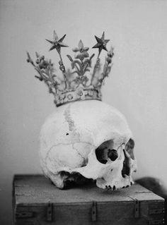 Cream Skull Crown Head