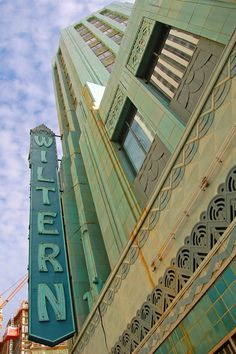Los Angeles Signage - The landmark Wiltern Theater at the corner of Wilshire Blvd. and Western Ave. in Los Angeles. Belle Epoque, Theatre Architecture, Vintage Architecture, Art Nouveau Arquitectura, Vintage Neon Signs, Art Deco Stil, Streamline Moderne, Art Deco Buildings, Thing 1