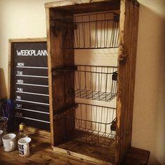ワイヤーバスケット3段シェルフ|棚・シェルフ・ラック|BROOKLYN WORKS|ハンドメイド通販・販売のCreema Wood Design, Ladder Decor, New Homes, Organization, Organizing, Shelves, Storage, Interior, Creema