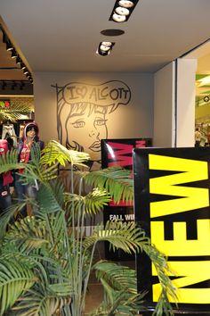 #alcott @decorazione @muro @vetrine @design @grafica