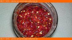 Erős Pista - domácí pálivý paprikový krém Netreba kupovať pálivé paprikové krémy s konzervantami a umelinami, ked si oveľa lepší dokážete ľahko pripraviť Vy sami doma z čerstvých surovín. Ingrediencie 150 gramov čerstvej dlhej červenej pálivej papriky alebo čerstvých feferoniek 150 gramov čerstvej červenej papriky kápie 75 gramov soli Inštrukcie Kápiu prekrojíme na polovicu, zbavíme …