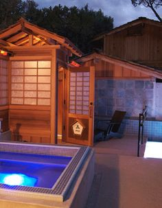 10,000 Waves - Mountain spa near Santa fe. A Japanese hot spring resort near the Santa Fe Ski area and National Forest.