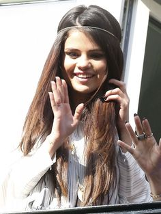 Selena Gomez  - Spring Breakers Cast Waves to Fans