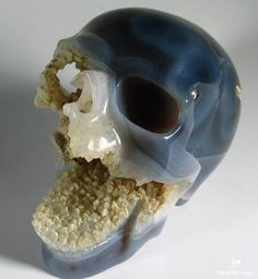 Agate Crystal Screaming Skull