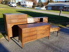 Why Teak Outdoor Garden Furniture? Mid Century Modern Bedroom, Mid Century Modern Furniture, Modern Chest Of Drawers, Outdoor Furniture Sets, Outdoor Decor, Dresser Drawers, Saga, Mid-century Modern, Storage