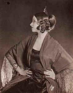 Whilst doing research for my post on Alla Nazimova , I stumbled across some beautiful pictures of Natacha Rambova, I had only vaguely . Old Hollywood Glamour, Golden Age Of Hollywood, Vintage Hollywood, Classic Hollywood, Rudolph Valentino, Silent Film Stars, Movie Stars, Vintage Photographs, Vintage Photos