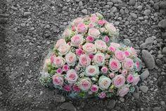 LesFleurs.ch (@lesfleursch) | Twitter Floral Wreath, Creations, Wreaths, Flowers, Twitter, Decor, Planting Flowers, Bouquet Of Flowers, Florists