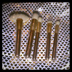 Sakura 5pc face brush set 1. Large Fan Brush So you can brush off any excess makeup that may cause clumping or creases. 2. Powder Brush So you can flawlessly apply pressed and loose powders. 3. Angled Brush So you can master the art of blending and defining. 4. Foundation Brush So you can get the best full coverage a woman can ask for. 5. Contouring Brush So you can buff and set your loose powder. Sakura Makeup Brushes & Tools