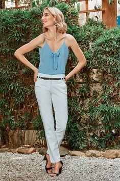 Blusa de tiras, forrada, elaborada en poliéster. Es una prenda básica del armario para combinar con pantalones o jeans dependiendo de la ocasión. Jumpsuit, Jeans, Dresses, Fashion, Pants, Staple Pieces, Clothing, Over Knee Socks, Elegant