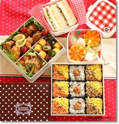 Japanese Picnic Bento Lunch featuring cute soboro and rice squares-- perfect for sharing Japanese Lunch Box, Japanese Food, Bento Recipes, Cooking Recipes, Bento Ideas, Food Art Bento, Cute Food, Yummy Food, Bento Box Lunch