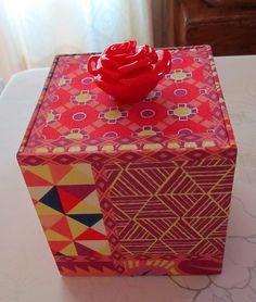 http://www.cartonnageetcompagnie.com/2015/04/boite-a-cube-a-mouchoirs.html