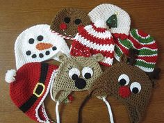Adorable holiday hats for kids! No pattern but could use a basic hat pattern as a guide. Bonnet Crochet, Crochet Baby Hats, Crochet Beanie, Cute Crochet, Crochet For Kids, Crochet Crafts, Knit Crochet, Crocheted Hats, Crochet Hat Patterns
