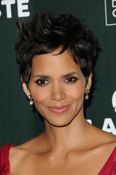Celebrity Short Hair, Celebrity Hairstyles, Black Women Hairstyles, Gorgeous Hairstyles, Short Hair Cuts, Short Hair Styles, Short Wigs, Pixie Hairstyles, Halle Berry Hairstyles