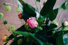 Bijuu design hotel in Kyoto, Japan. Luxury suite of minimalistic architecture and industrial interior design. Here's the beautiful japanese flower arrangement; ikebana - photography © TalesLikeThese #taleslikethese #travel