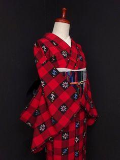 ■ガールズ■赤黒モダン*ブロックチェックにポップ絣♪ウール 単衣 裄62.5丈152 - アンティーク着物や現代着物なら雅星本店