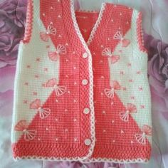 "This post was discovered by Nai ""Very nice embellishments"", ""This post was discovered by Hem"" Baby Knitting Patterns, Free Baby Blanket Patterns, Baby Boy Knitting, Knitting Designs, Baby Patterns, Knit Baby Sweaters, Knitted Baby Blankets, Baby Girl Vest, Baby Dress"
