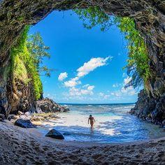 Hidden beach in Kauai, Hawaii | Photography by @ChadKoga