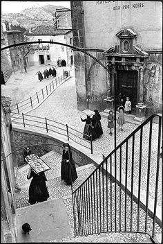 Henri Cartier Bresson - layers, leading lines